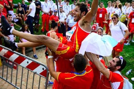 Iván Alonso celebrando el título.